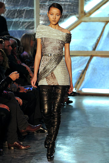 a design from their 2009 Fall RTW collection