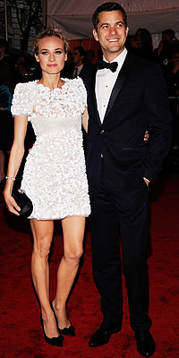 Diane Kruger and Joshua Jackson (she's wearing Chanel Haute Couture) I have to say I'm always a fan of Chanel's white lace (remember Maggie Gyllenhall's white lace with pink bow?)