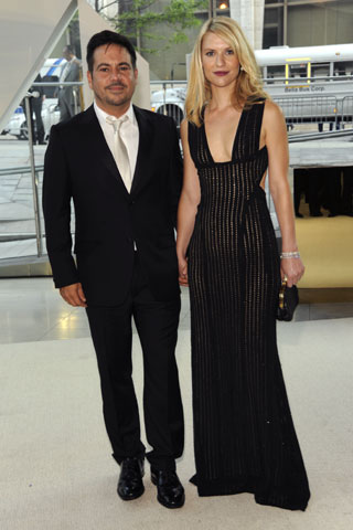 Narcisco Rodriguez and Claire Danes in his design